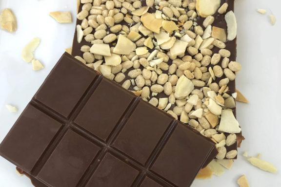Keto almond crispy chocolate bar